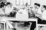 Gabriel García Márquez (segundo a la derecha), en la redacción del periódico El Nacional. Barranquilla, Colombia. Año: 1953